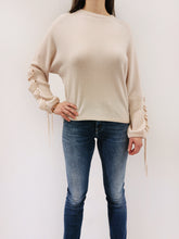 Laden Sie das Bild in den Galerie-Viewer, Pullover cream