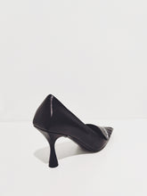 Laden Sie das Bild in den Galerie-Viewer, Pumps black/white