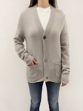 Laden Sie das Bild in den Galerie-Viewer, Strickjacke light grey