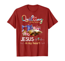 Charger l'image dans la galerie, quilting in my veins jesus in my heart shirt T-Shirt