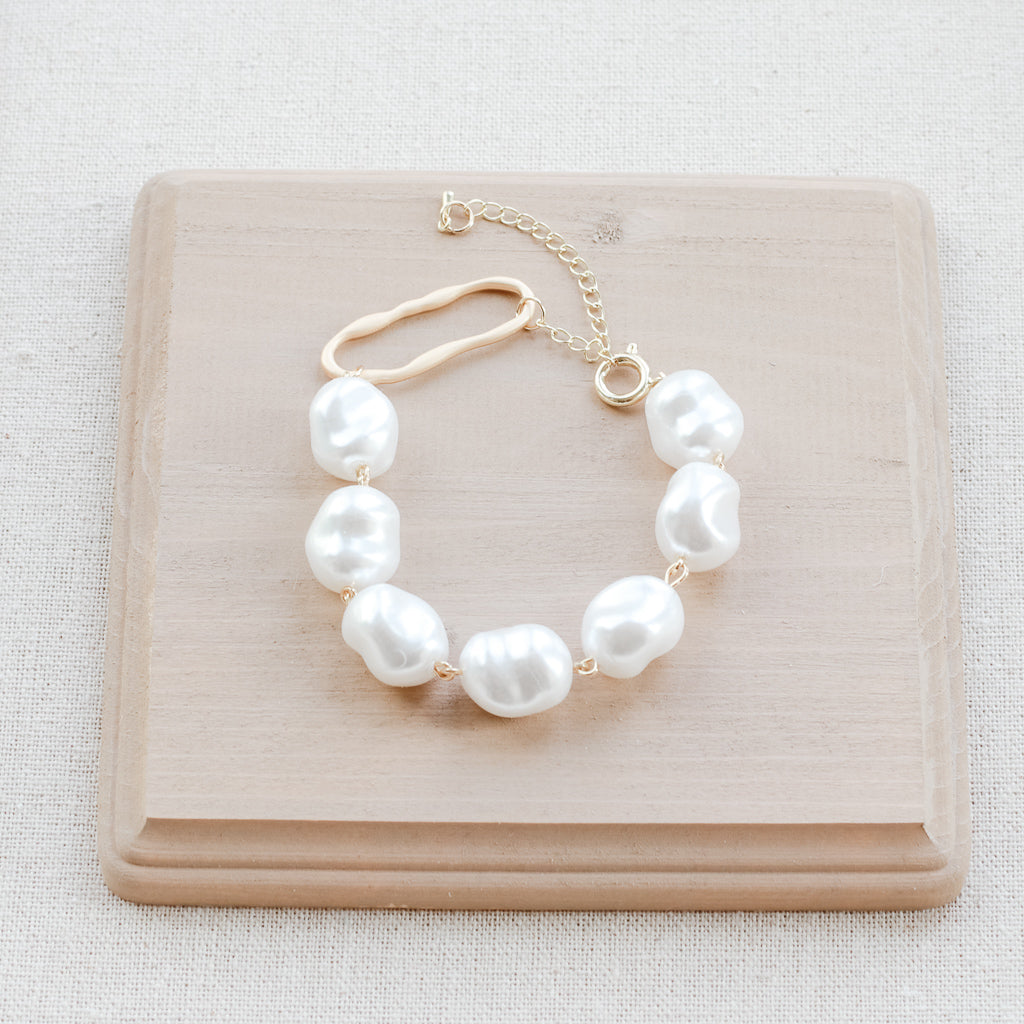 The Kinsley Pearl Bracelet