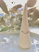 Load image into Gallery viewer, silver chevron ring
