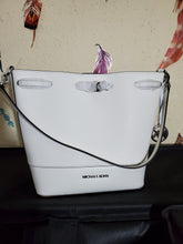 Load image into Gallery viewer, Michael Kors Trista medium bucket bag