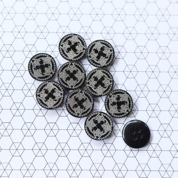 15mm Plastic Buttons Engraved Black Celtic Design 10 Pieces BUT00061