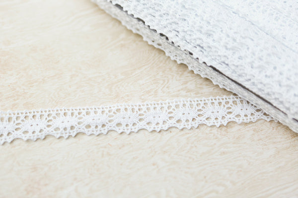 White Cotton Crochet Scalloped Lace Trim per 5 yards  NLT00019