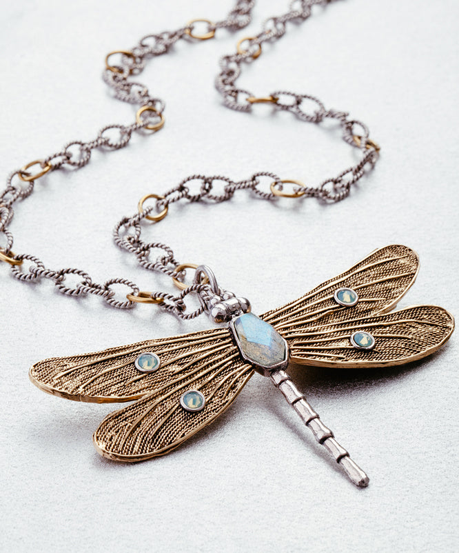 transformative dragonfly, twisted link chain, style