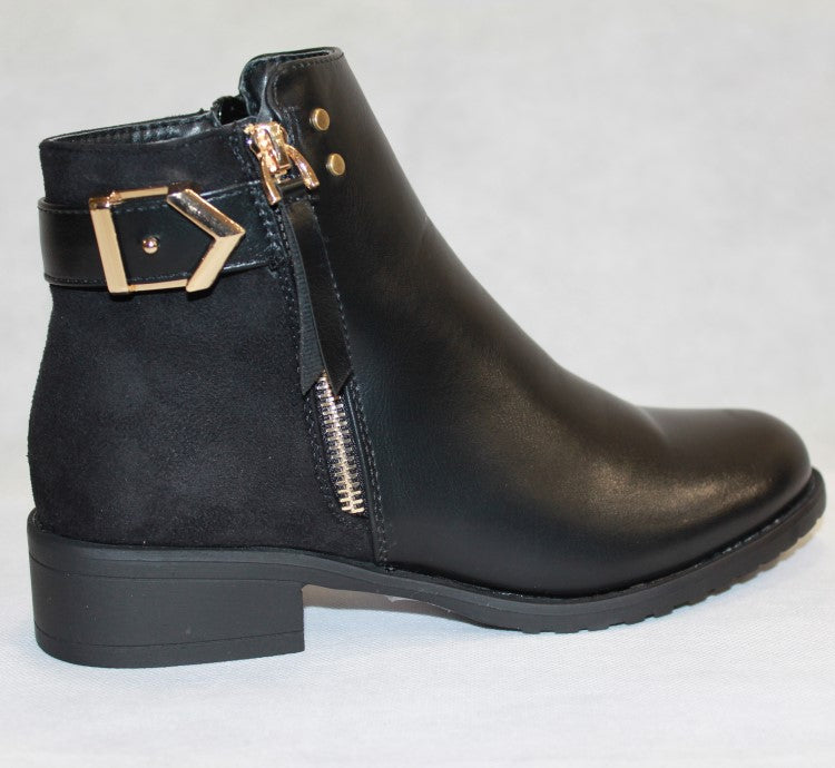 Women's Boot - Shoes With Buckle Detail