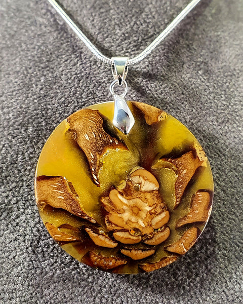 Pendant necklace (pinecone) - Woodsmithery - WoodsmitheryShop