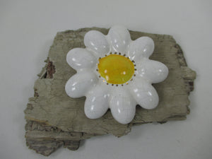 Large ceramic retro daisy brooch jewellery with 1970s elements