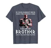 Afbeelding in Gallery-weergave laden, In your darkest hour Knights Templar T-shirt