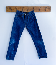 Load image into Gallery viewer, Levi's 501 dark wash
