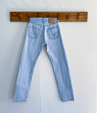 Load image into Gallery viewer, Levi's 501 light wash