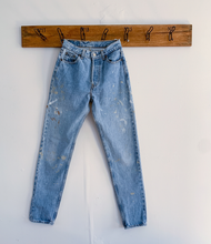 Load image into Gallery viewer, Paint splattered 80s Levi's
