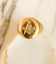 Load image into Gallery viewer, 18K and diamond Masonic signet ring