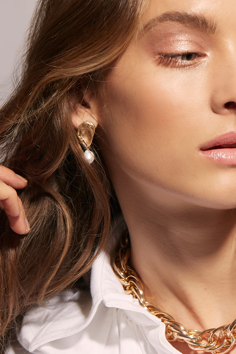 PEARL AND BLAST GOLD EARRING