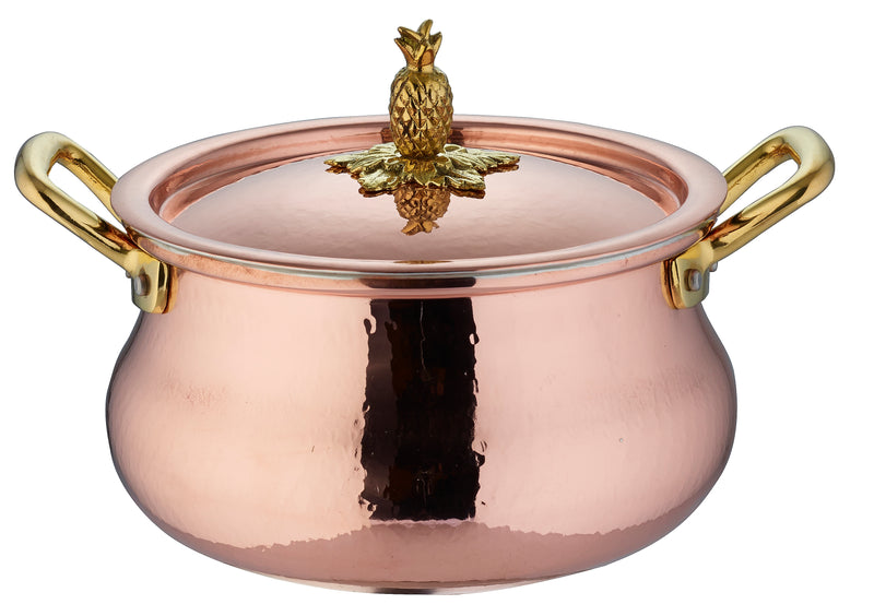 Hand-hammered copper stockpot with belly shape by Ruffoni