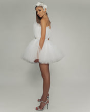 Load image into Gallery viewer, Fashionable Mini Wedding Dress