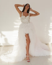 Load image into Gallery viewer, Swan Wedding Dress