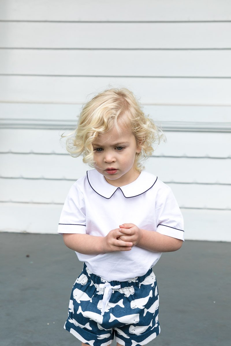 BOYS WHALE PRINT SHORTS IN NAVY