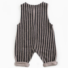 Laden Sie das Bild in den Galerie-Viewer, PLAY UP Jumpsuit gestreift Organic Cotton