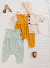 Laden Sie das Bild in den Galerie-Viewer, PLAY UP Jumpsuit mixed aus Organic Cotton und Leinen