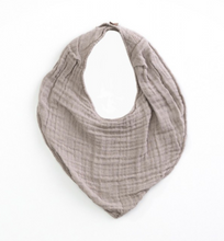Laden Sie das Bild in den Galerie-Viewer, PLAY UP Bib Organic Cotton Musselin