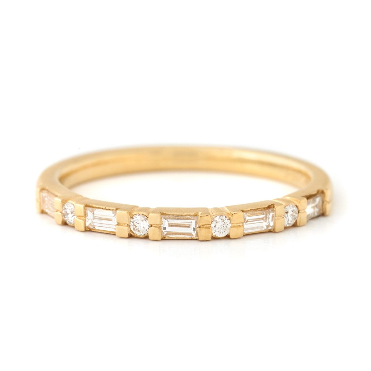 alternating round and baguette diamond ring