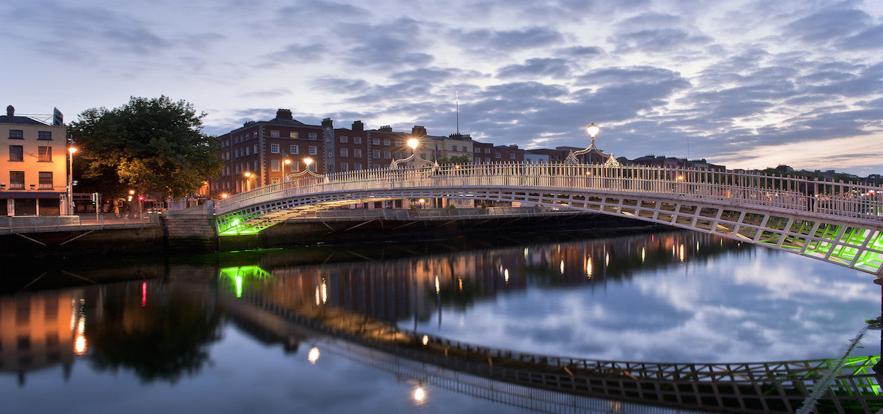 The The Ha'penny Bridge at night in Dublin, Ireland