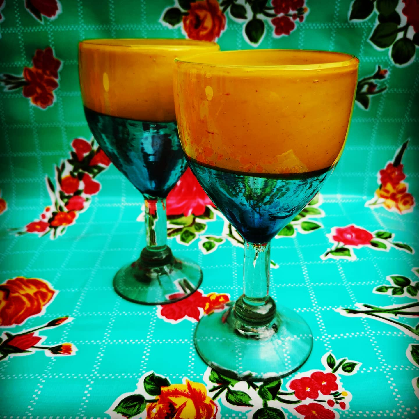Recycled turquiose & yellow two tone wine glass