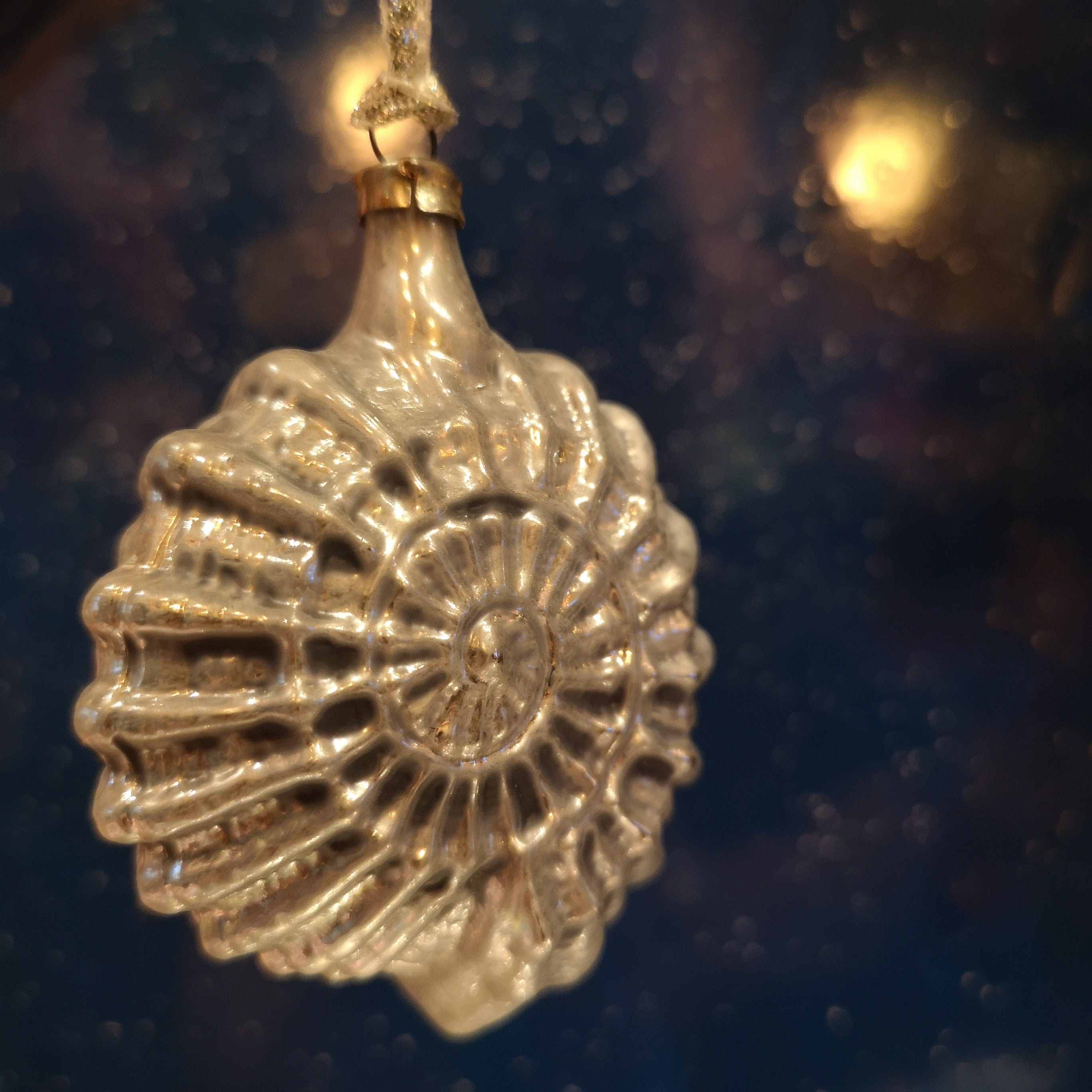Silver snail shell glass decoration