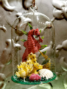 Glorious Seahorse domed diorama christmas decoration. Perfect for marine animal lovers. This hand blown ornament is a great addition to your Christmas tree or festive holiday display.  Hand-painted glass  Dimensions 11cm x 7cm x 7cm