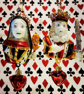 Feel the love with the King and Queen of hearts, gorgeous handpainted, hand decorated playing card inspired glass baubles from America, where these beauties are given as gifts throughout the year.  Approx 13cm high x 7cm x 5cm