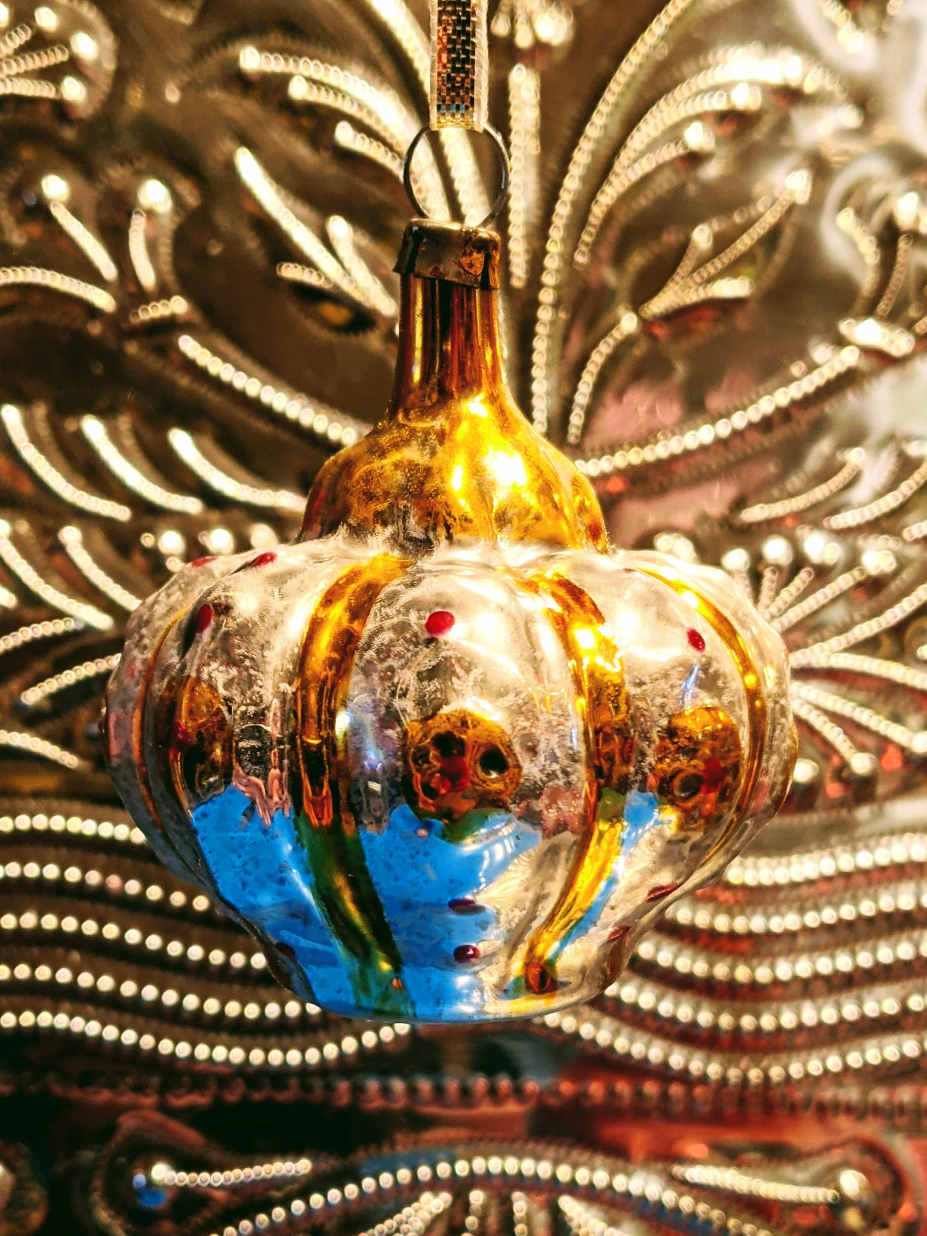 Traditional hand blown, painted glass decoration from Lauscha Germany.  This German mouth blown and lovingly hand painted Crown decoration will bring some Christmas splendor to your house and tree.  Size 6 x 6 cm  Fragile, handle with care