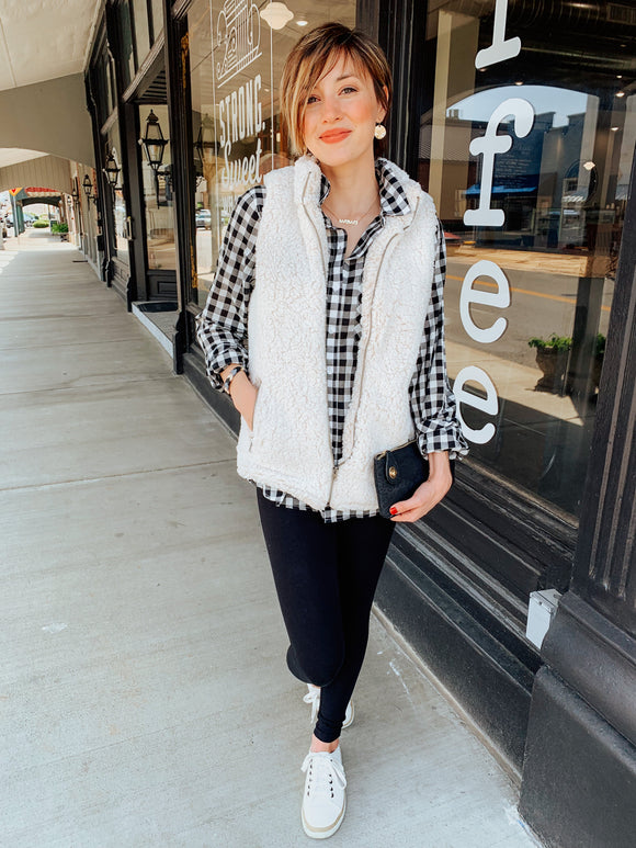 Snugglin' Up Sherpa Vest in Cream-Carolyn Jane's Jewelry