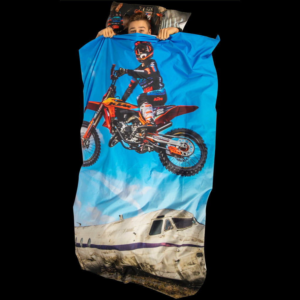 Bedsheet - Liam Everts - Airplane