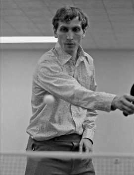 Bobby fischer jouant au ping-pong