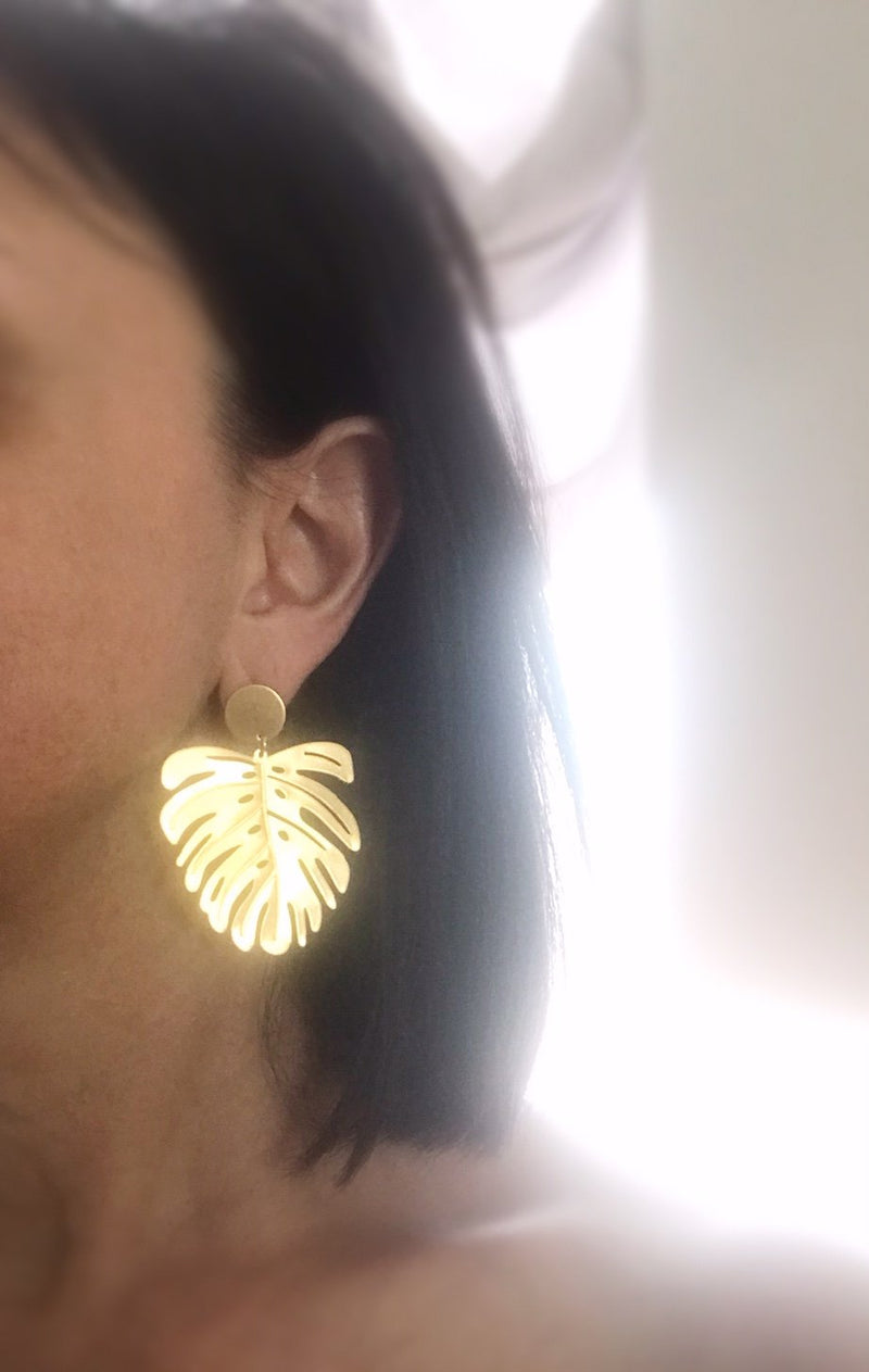 Vacationer gold earrings - brushed brass