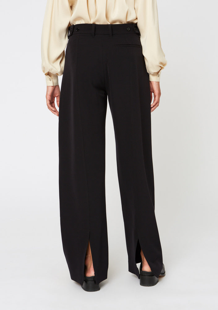 SOFT TROUSER WITH SPLIT AT BACK