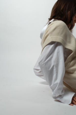 OVERSIZED WOOL VEST IN IVORY WHITE