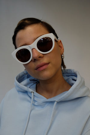 WHITE FRAME SUNGLASSES BY R.T.CO
