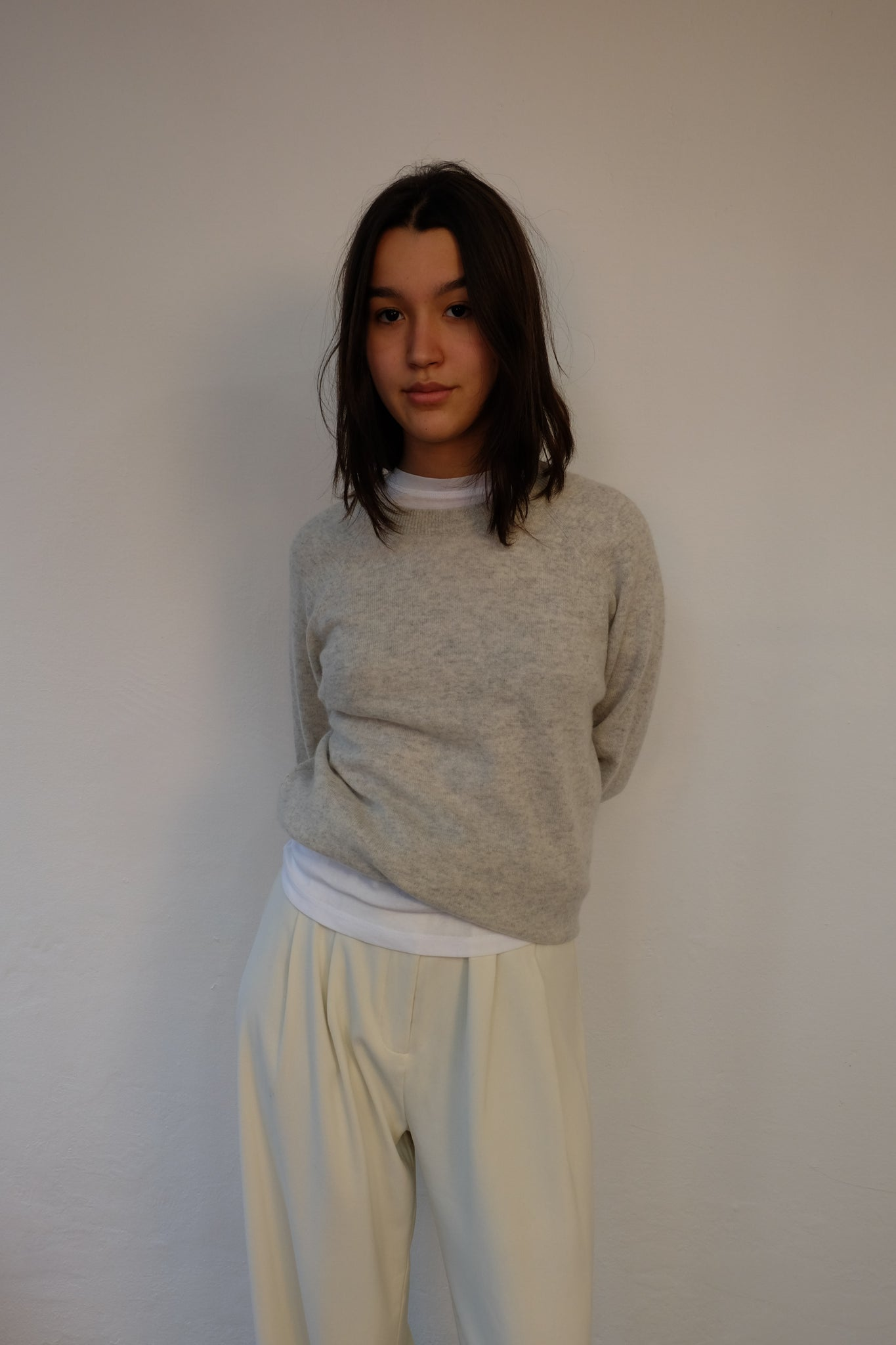 PURE CASHMERE CREW NECK KNIT SWEATER IN WHITE MELANGE