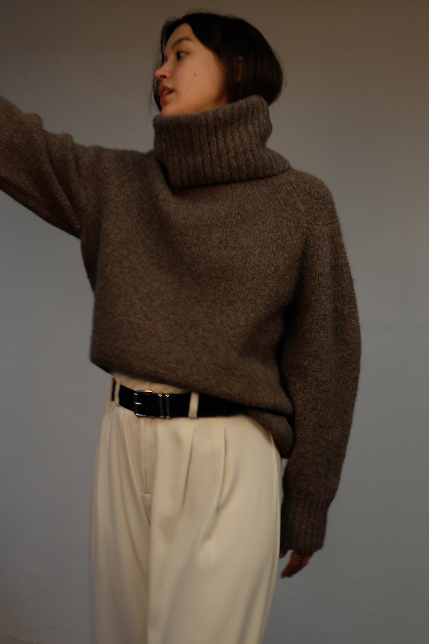 GIARA ALPACA KNIT SWEATER BY LOULOU STUDIO IN MILK CHOCLATE