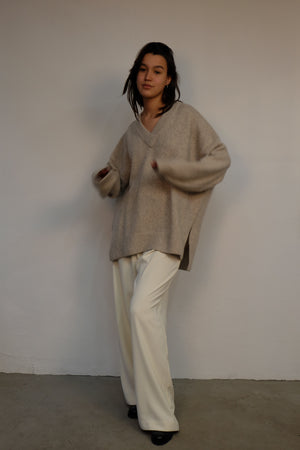DEEP V-NECK WOOL SWEATER IN BEIGE