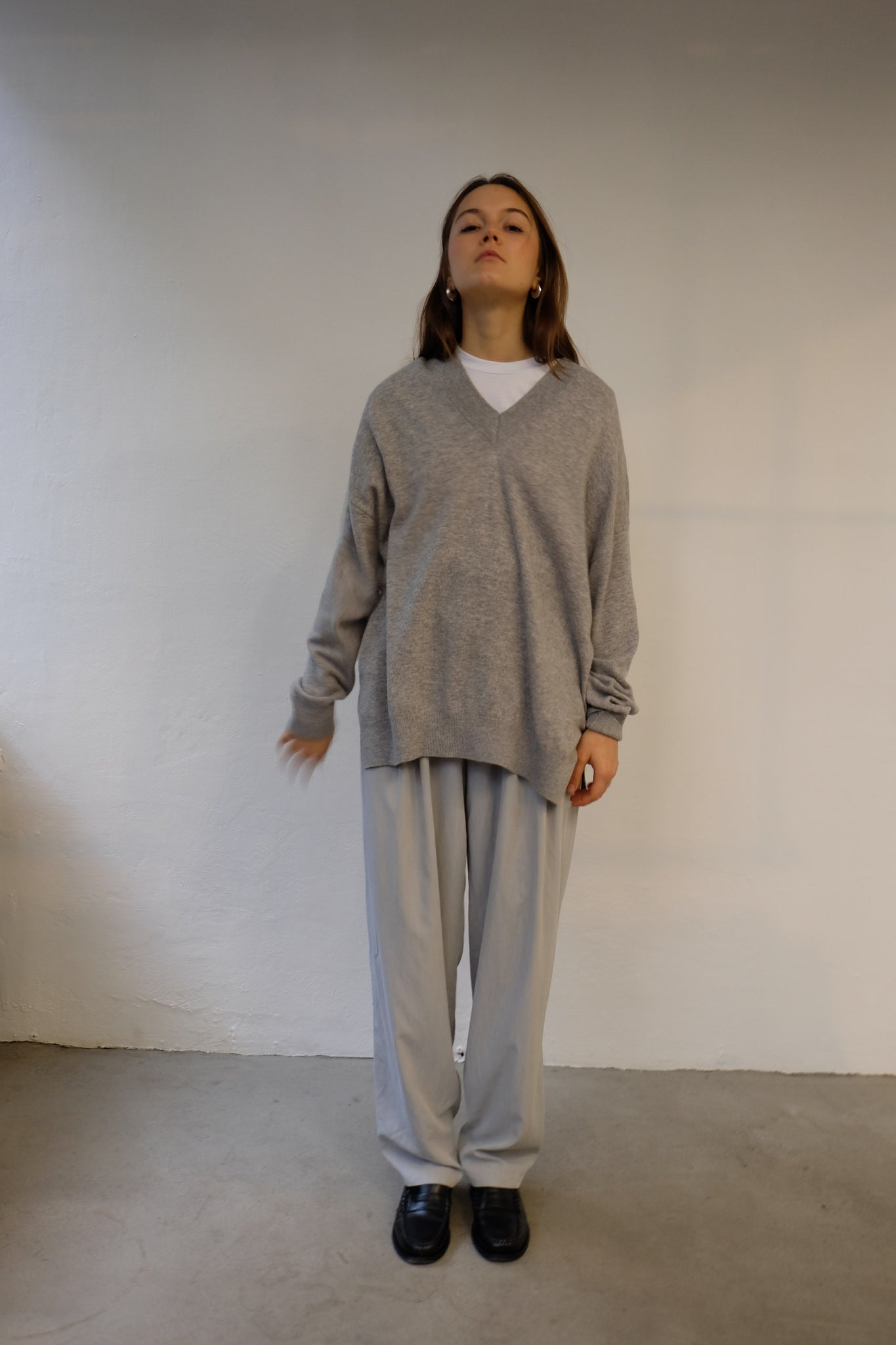 VNECK WOOL KNITTED JUMPER IN HEATHER GREY