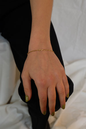 THIN CHAIN BRACELET IN GOLD - BEYOND STUDIOS