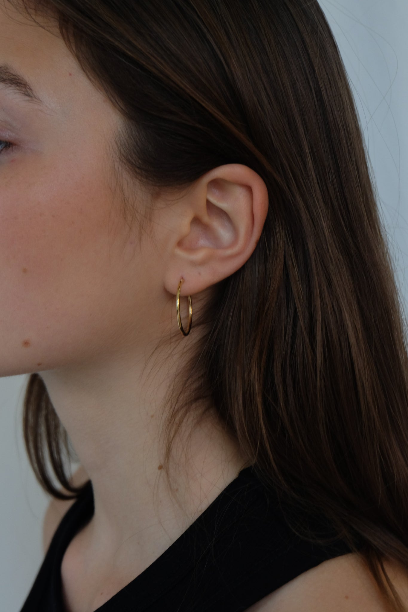 THIN HOOPS IN GOLD - BEYOND STUDIOS
