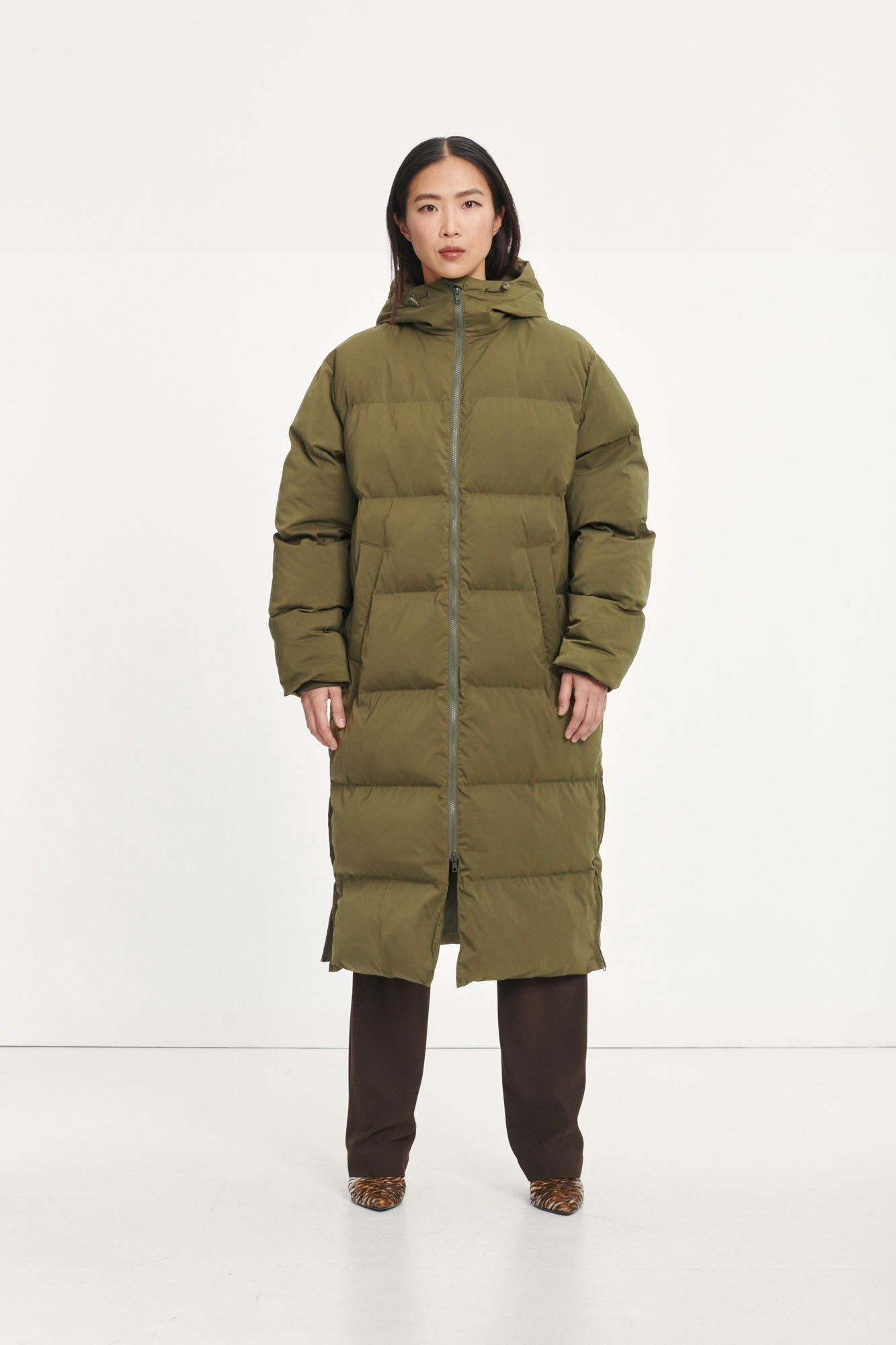 LONG PUFFER COAT IN MOSS GREEN BY SAMSOE SAMSOE