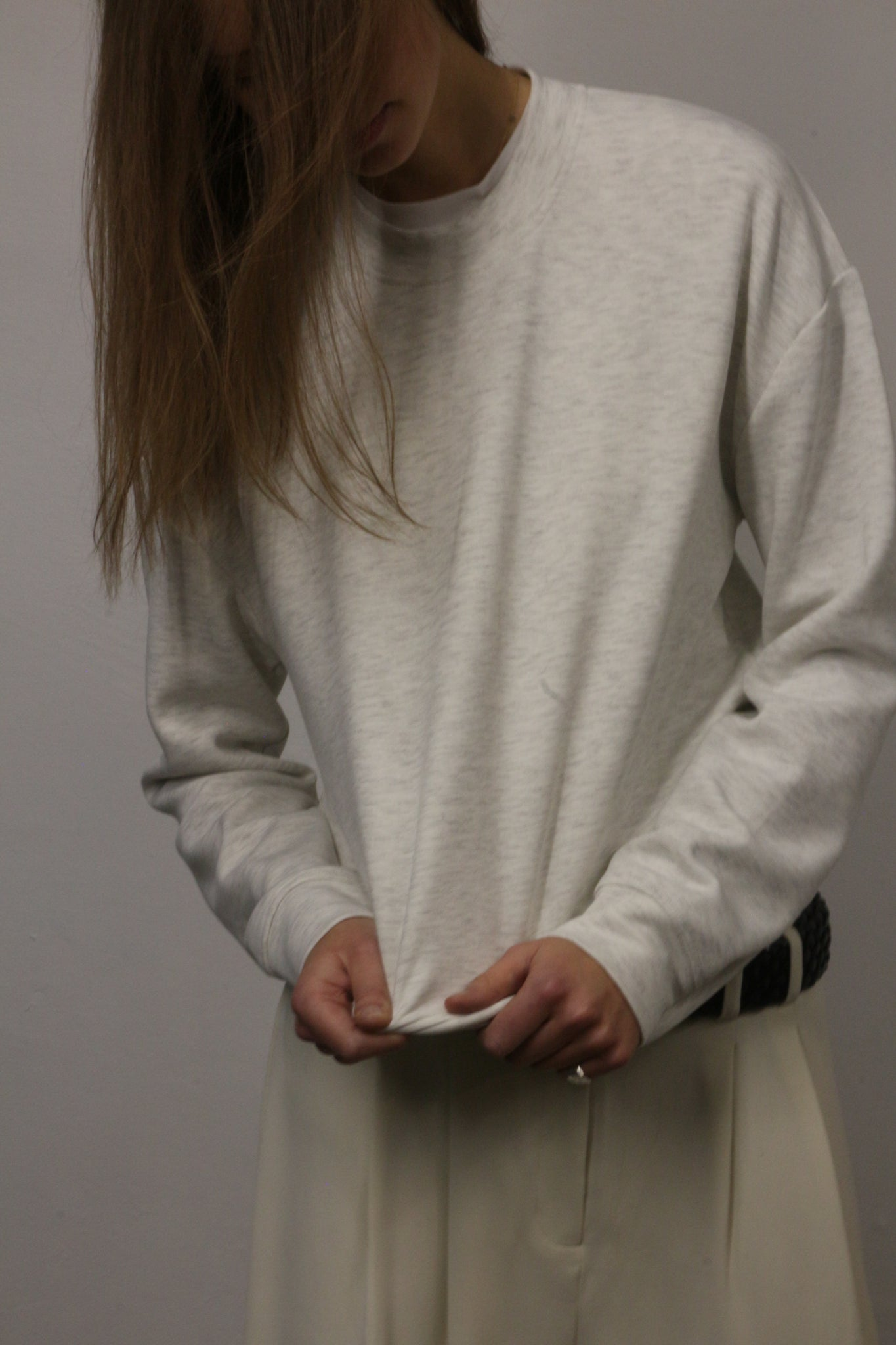 CREW NECK SWEATER IN WHITE GREY MELANGE