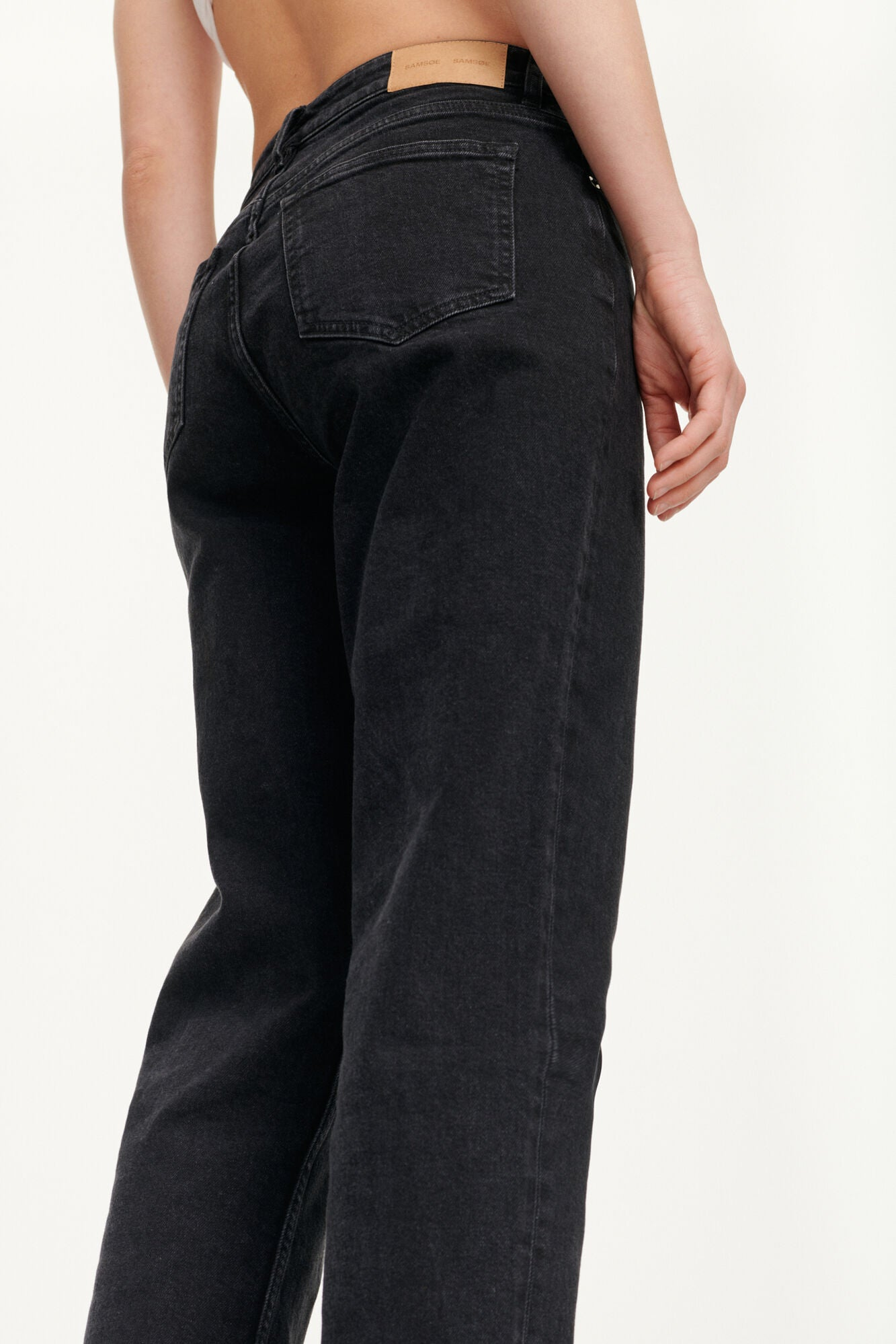STRAIGHT LEG CROPPED DENIM IN BLACK WASH