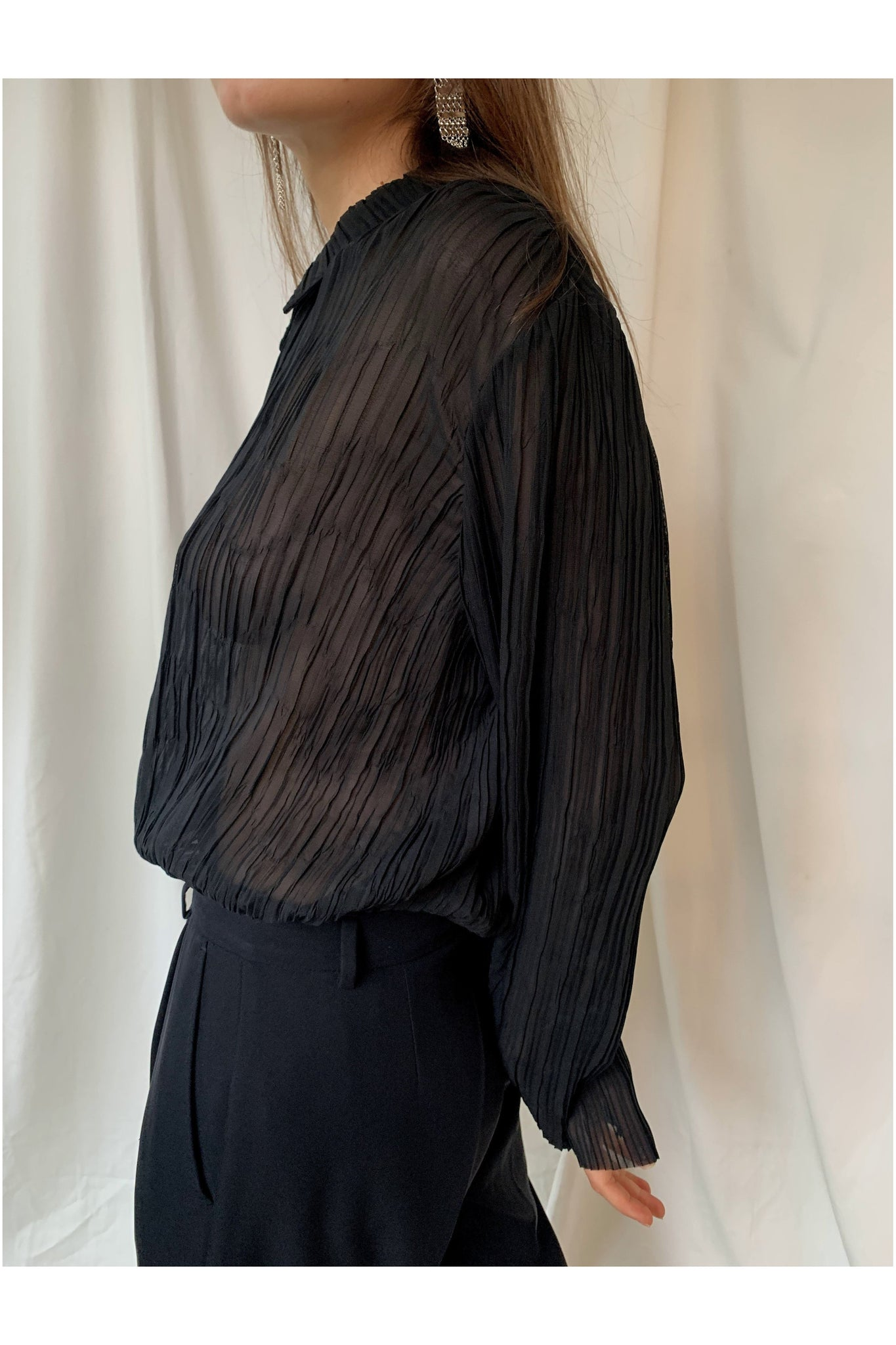 HOPE BLACK PLEATET SHIRT WITH EXTRA LONG SLEEVES - BEYOND STUDIOS